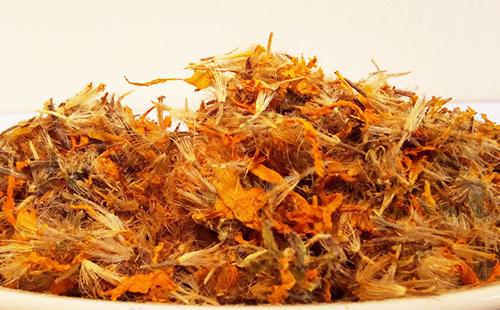 Заготовленные цветки горляшной травы