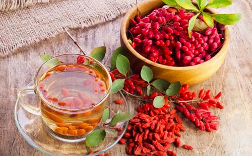 Ароматный чай из красных ягод кислянки