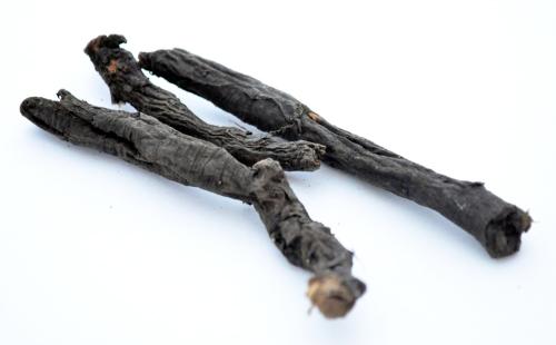 Чёрные корешки простудной травы