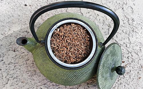Полный чайник сушёного корня валерианы