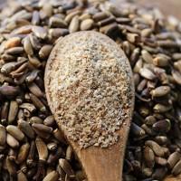 Семена расторопши целые и молотые в ложке