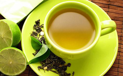 Зелёный этюд из чая и лайма