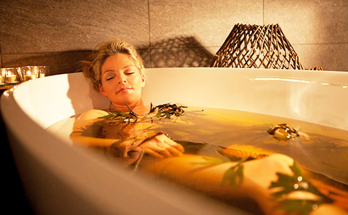 Травяные ванны оздоровляют кожу