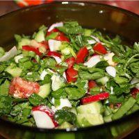 Салат из кислушки с яйцом