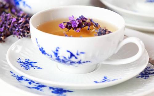 Ароматный чай в нарядной чашке