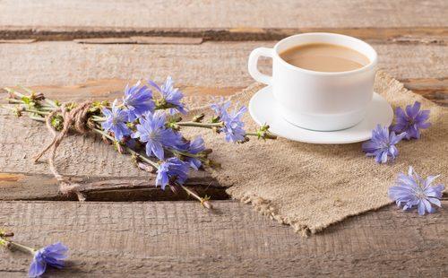 Кофе из цикория и цветы