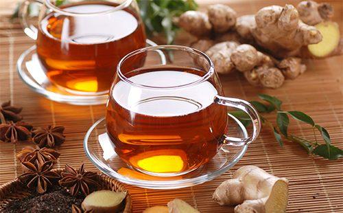 Кружки с имбмрным чаем