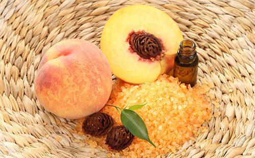 Соль и персиковое масло