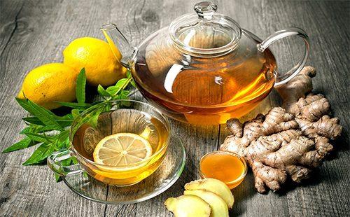 Часй в заварнике, имбирь, мед и лимон