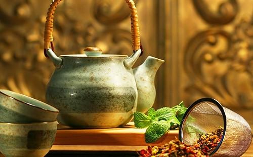 Травяной чай в китайском чайнике