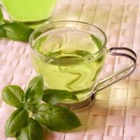 Душистый чай из ладанки в стеклянной чашке