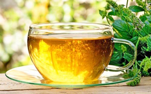 Чай с чабрецом и мятой порадует в трудный день