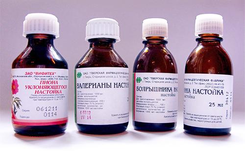 Бутылочки с разными успокоительными каплями