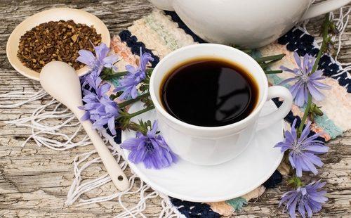 Кофе в белой кружке