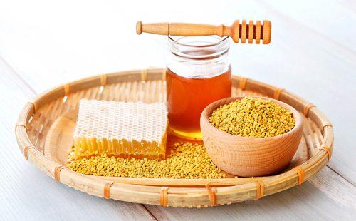Медовые соты, пыльца и мед