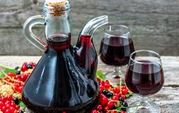 Применение настойки черной смородины: полезное снадобье либо — либо пойло про застолья